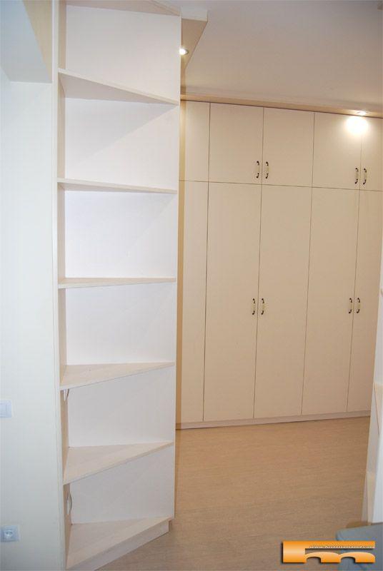 suministro y colocacin de armarios a medida en el recibidor con puertas batientes de espejo y