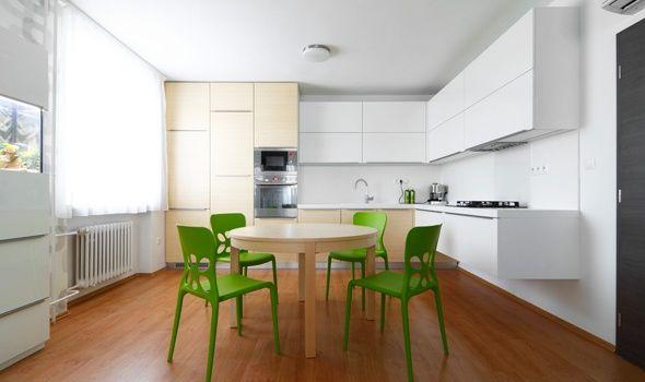 Bielo-drevená kuchyňa