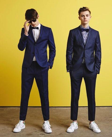 スーツ スニーカー メンズ 着こなし コーディネート特集 2021最新 メンズファッションメディア Otokomae 新郎 カジュアル 結婚式 二次会 メンズ 二次会 スーツ