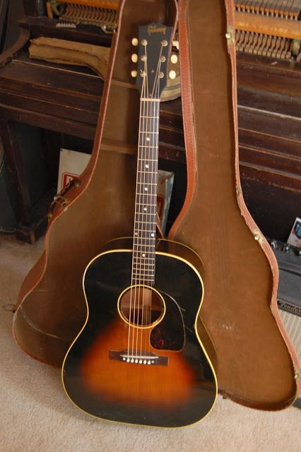 1952 Gibson J-45 · Vintage Guitar