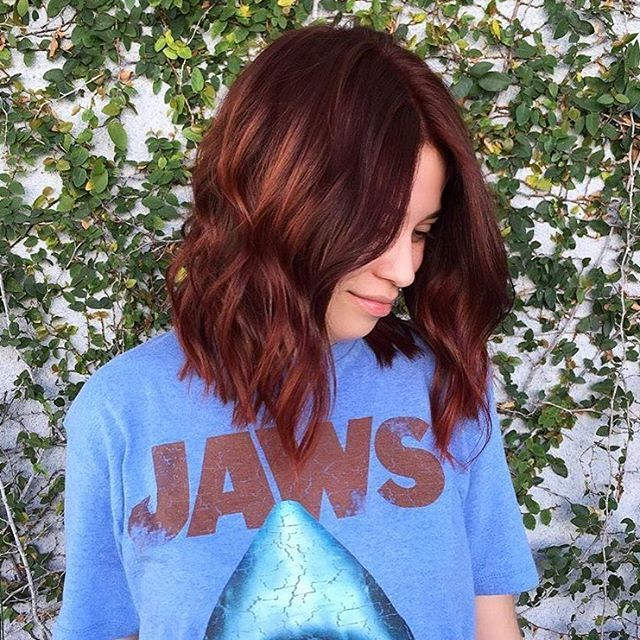 Jaws are dropping over this copper-tone cutie!  @chrisgreenehair brought her from brunette to this perfect deep red, and the cut à la @stizzyho!!! #mechesalon #tagteam #copperbalayage