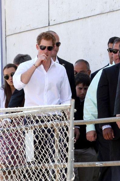 Prince Harry Photos - Prince Harry Rides a Bus in NYC - Zimbio
