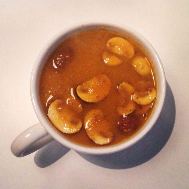 Het is weer weer om lekker met een soepje op de bank te zitten. De komende tijd zal ik dus nog wel meer soeprecepten plaatsen. Deze keer een wortel zoete aardappel soep.   #cleanfood #gezond #recept #healthy