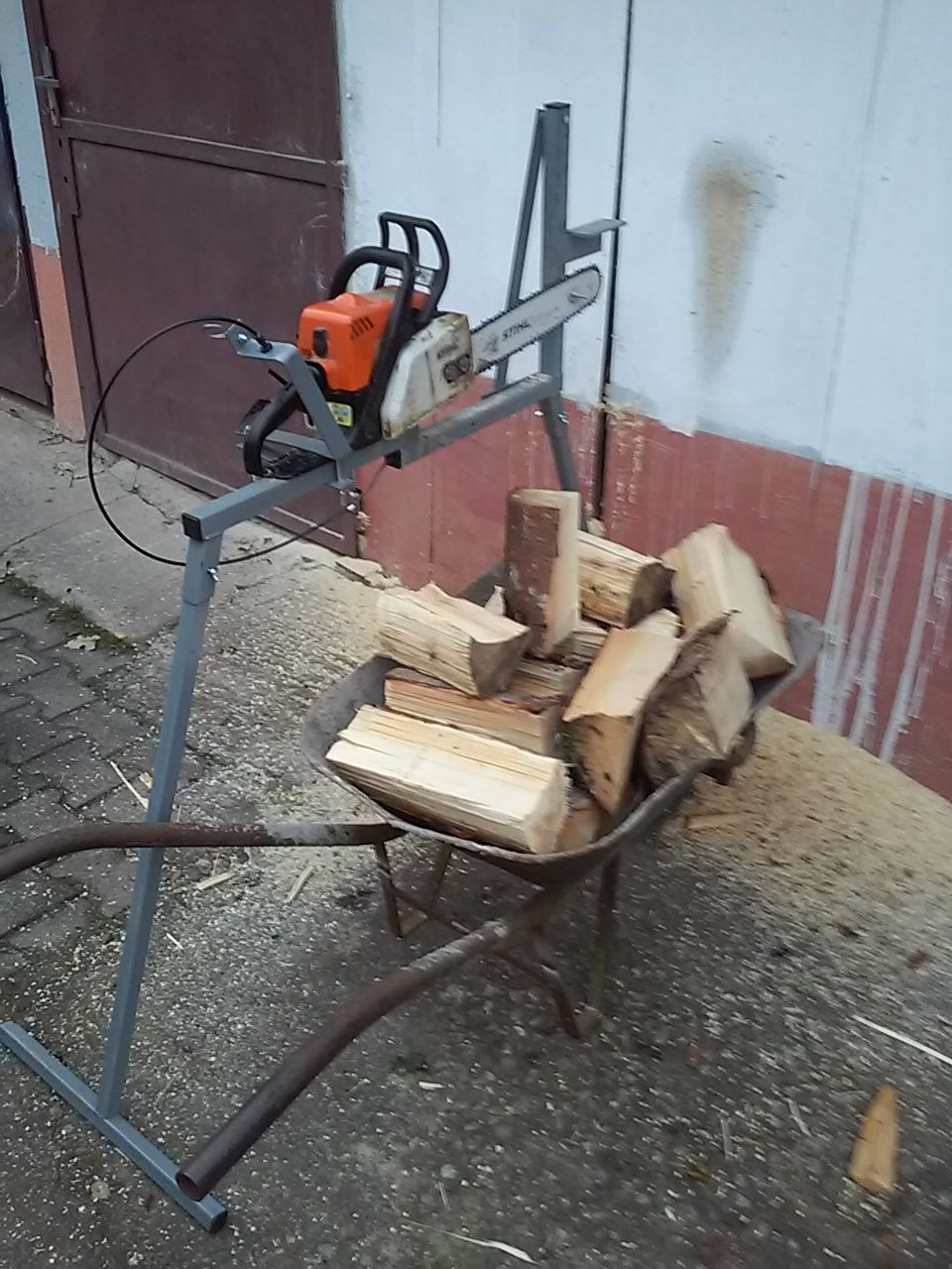 pin by mario faktor on log holder for cutting wood metal chainsaw