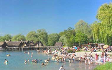 Strandbad Unteruhldingen Mit Sicht Auf Pfahlbauten Strandbad