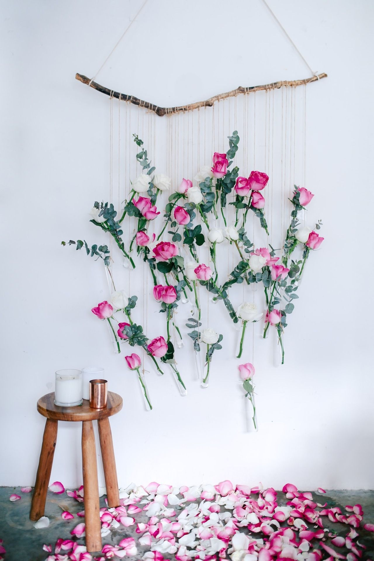 diy floral vase wall hanging using rose and eucalyptus diy wandgestaltung wandgestaltung und. Black Bedroom Furniture Sets. Home Design Ideas