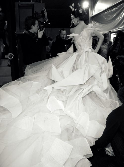 Shalom Harlow | Christian Dior Haute Couture S/S 2007 | Backstage ...