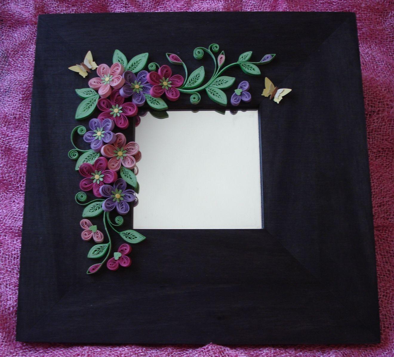Espejo con marco de madera decorado con cartulina puedes for Modelos de espejos con marcos de madera