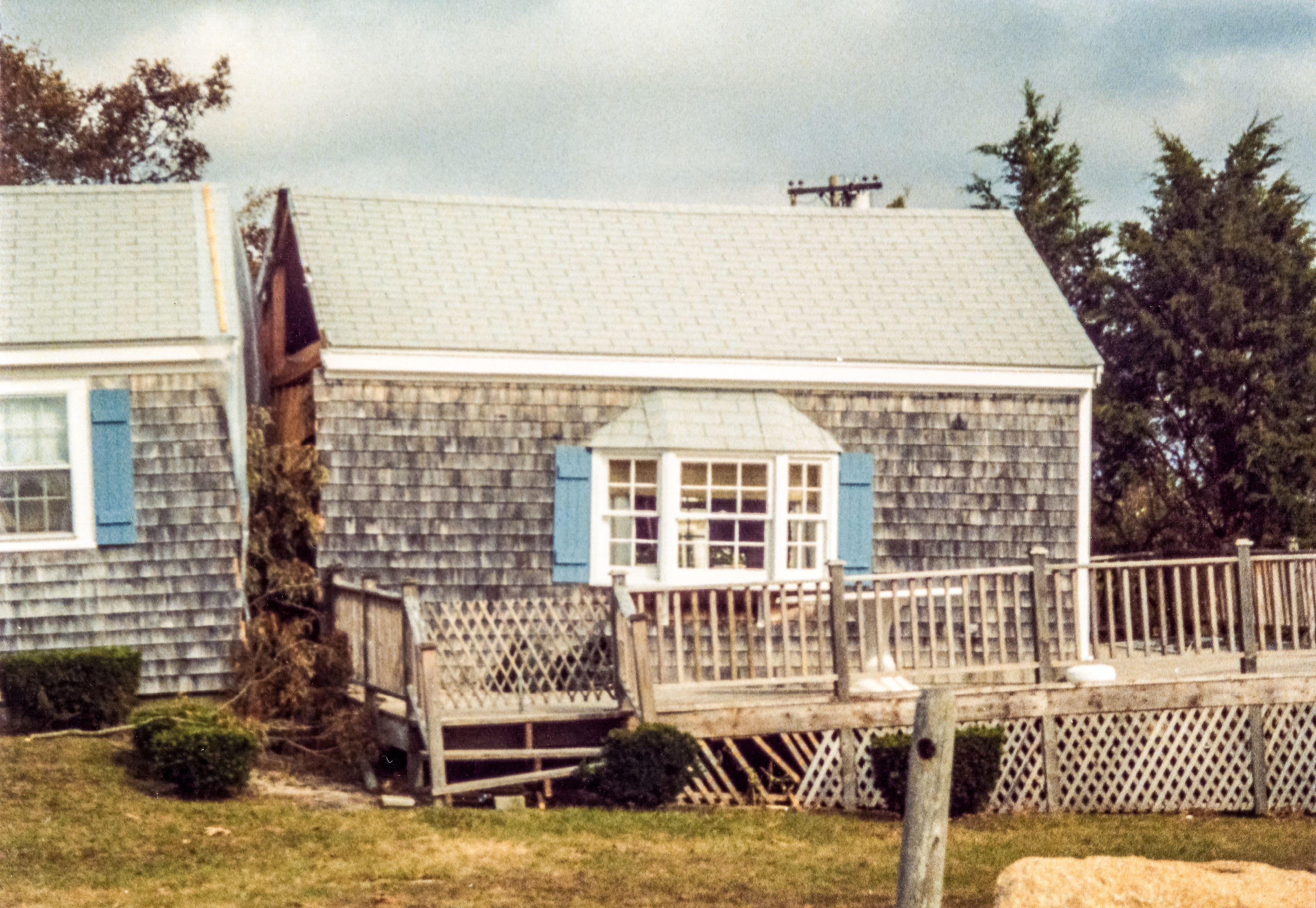 Hurricane Bob House Split In 2 By Storm Surge Mashnee Island Storm Surge House House Styles