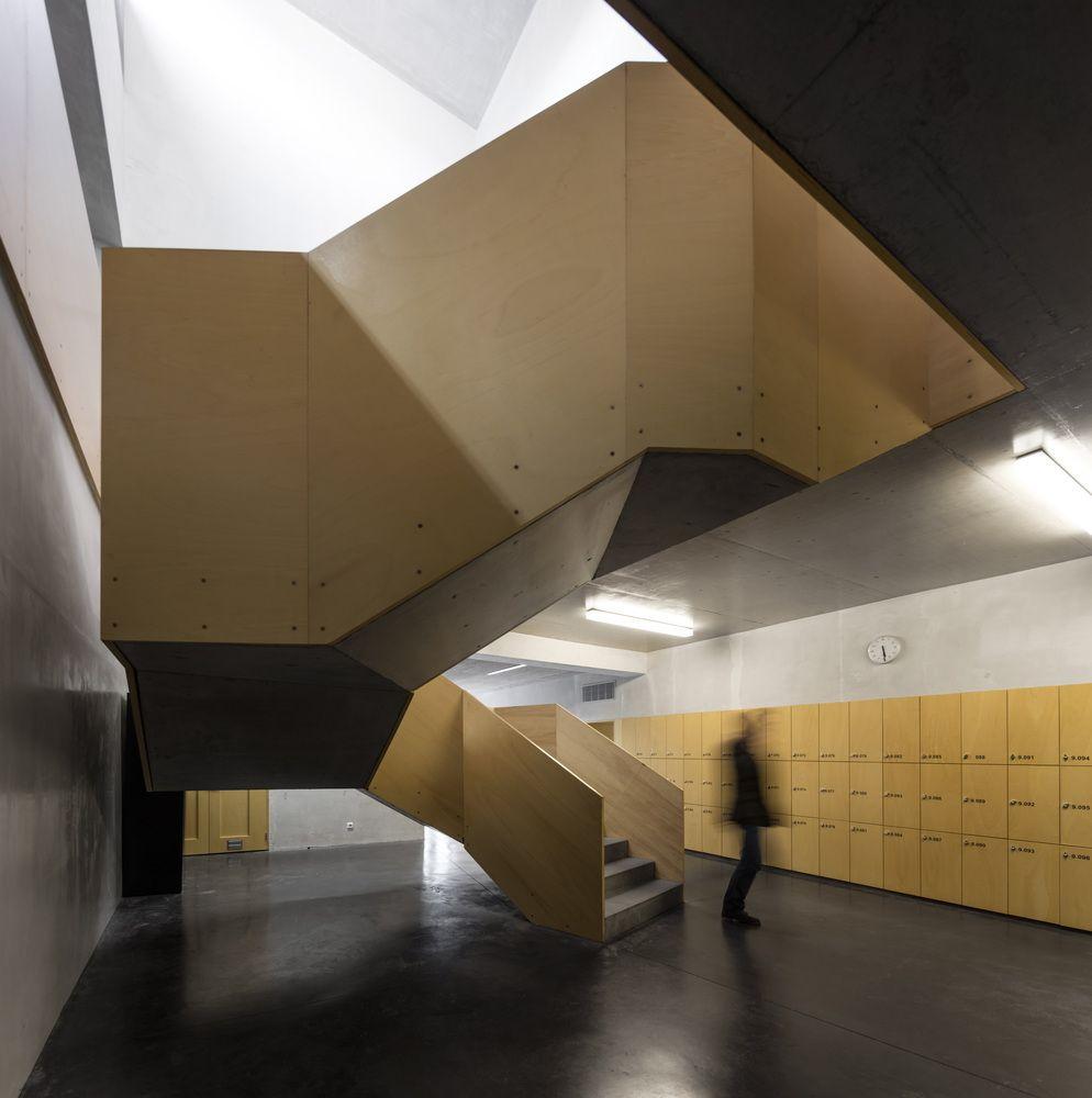 Treppen architektur design  Gallery of Santa Maria High School / Appleton e Domingos Arquitectos ...