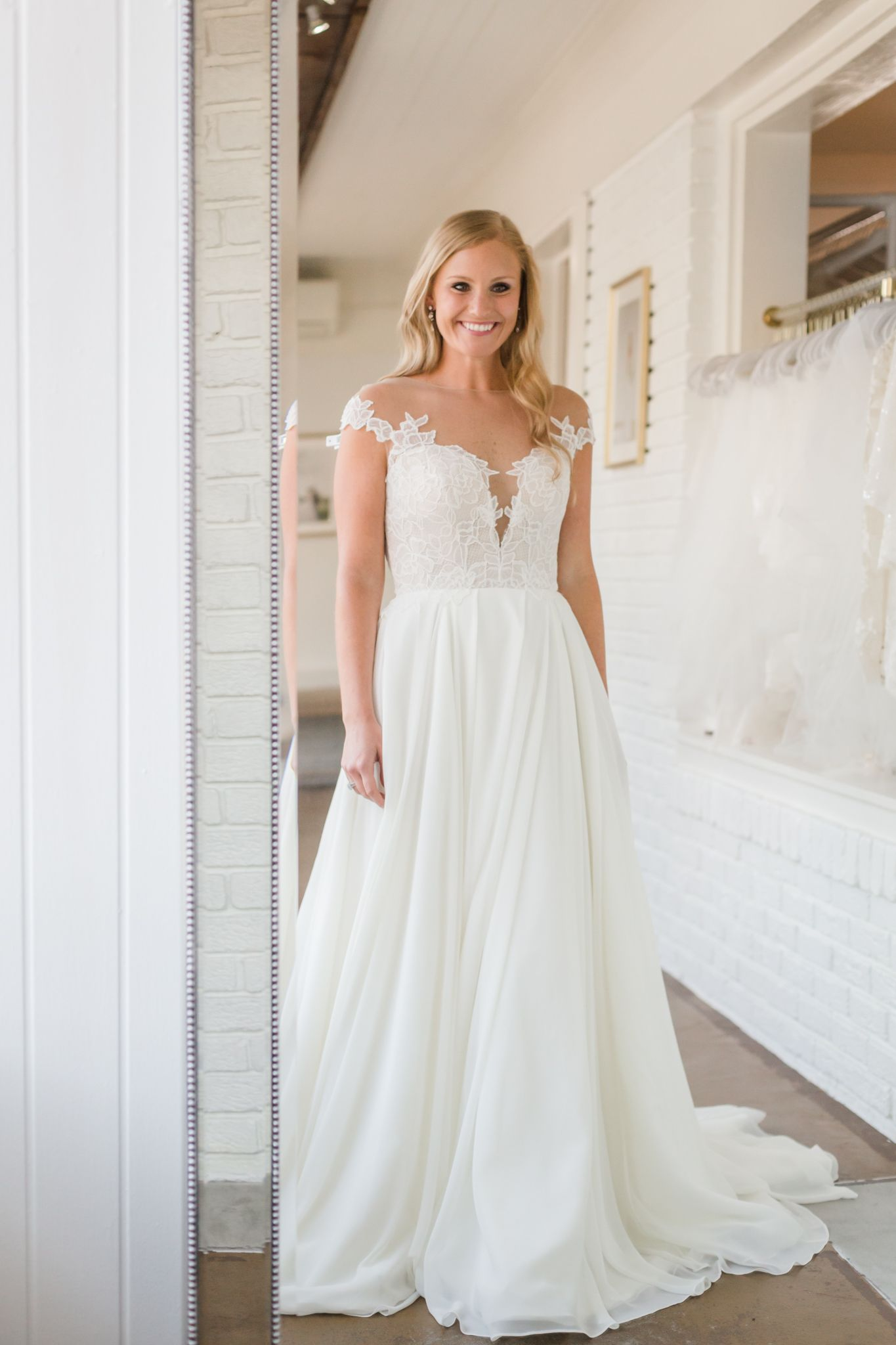 Blush By Hayley Paige Soleil 1902 Wedding Dresses Beach Gowns Wedding Dresses Lace