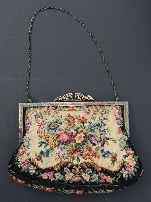 ef3bf979d2e5 Online veilinghuis Catawiki  Gobelin tas met zilveren beugel Couture  Fashion