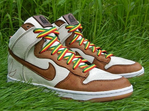 best authentic 50578 a64ab Nike SB Dunk High