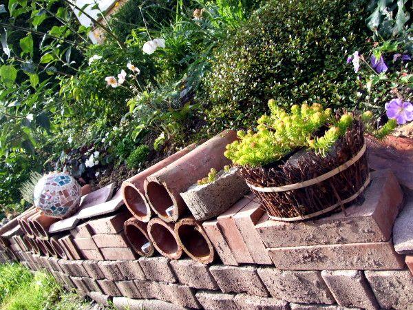Gartenmauer aus übrig gebliebenem Baumaterial Garten Mauer - gartendeko selber bauen