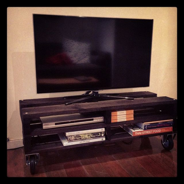 how to make a tv cabinet out of pallets