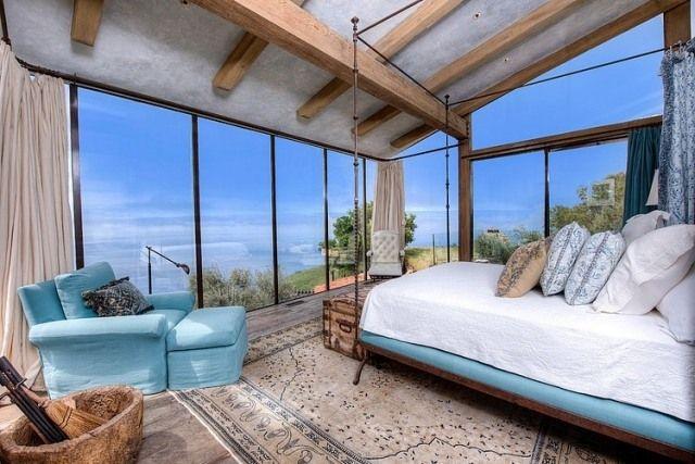 Rustikales schlafzimmer dachsparren beton raumhohe verglasung schlafzimmer - Rustikales schlafzimmer ...