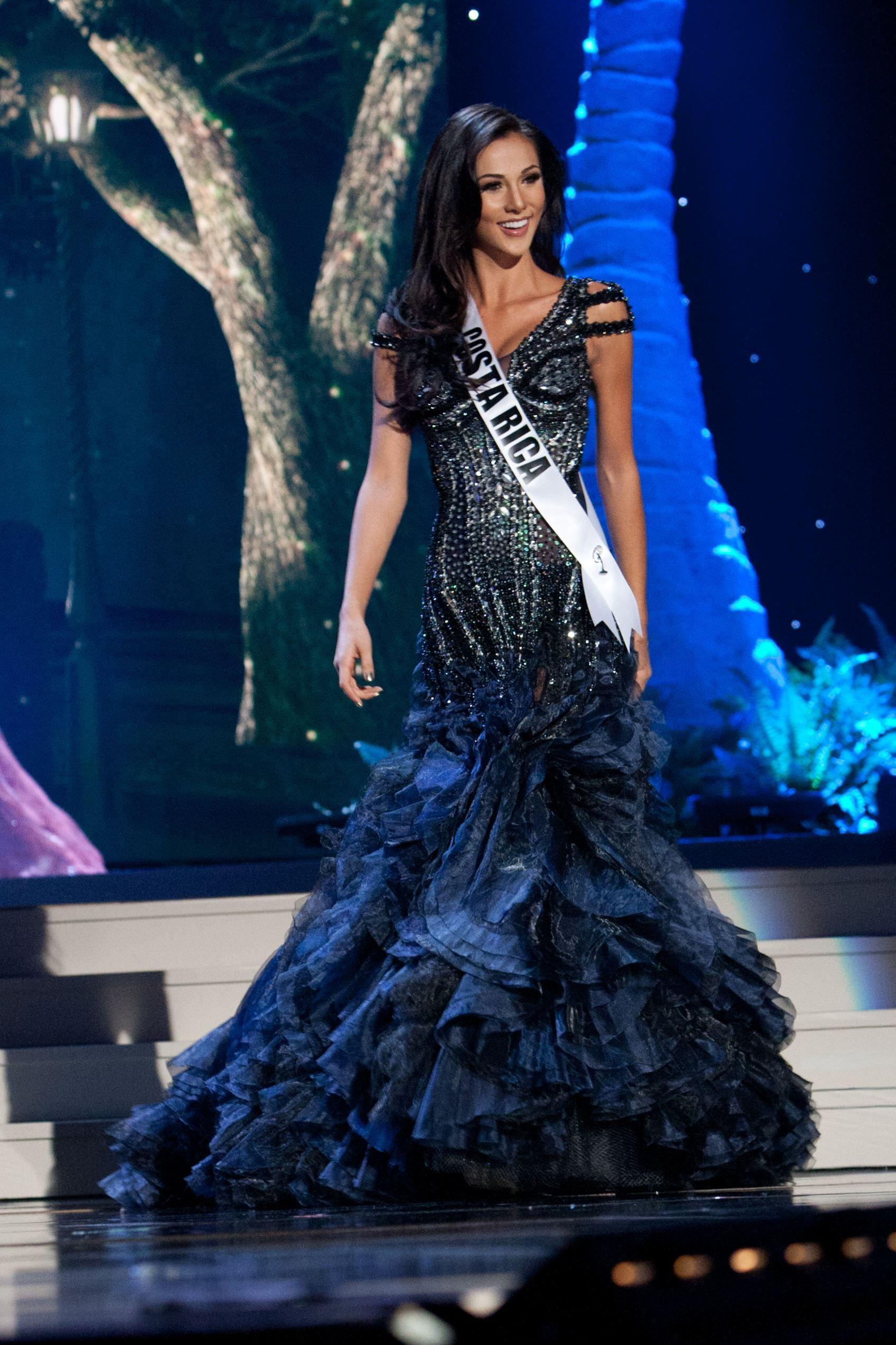 575ea6924 Miss Universo 2014  Competencia preliminar en traje de baño y vestido de  gala