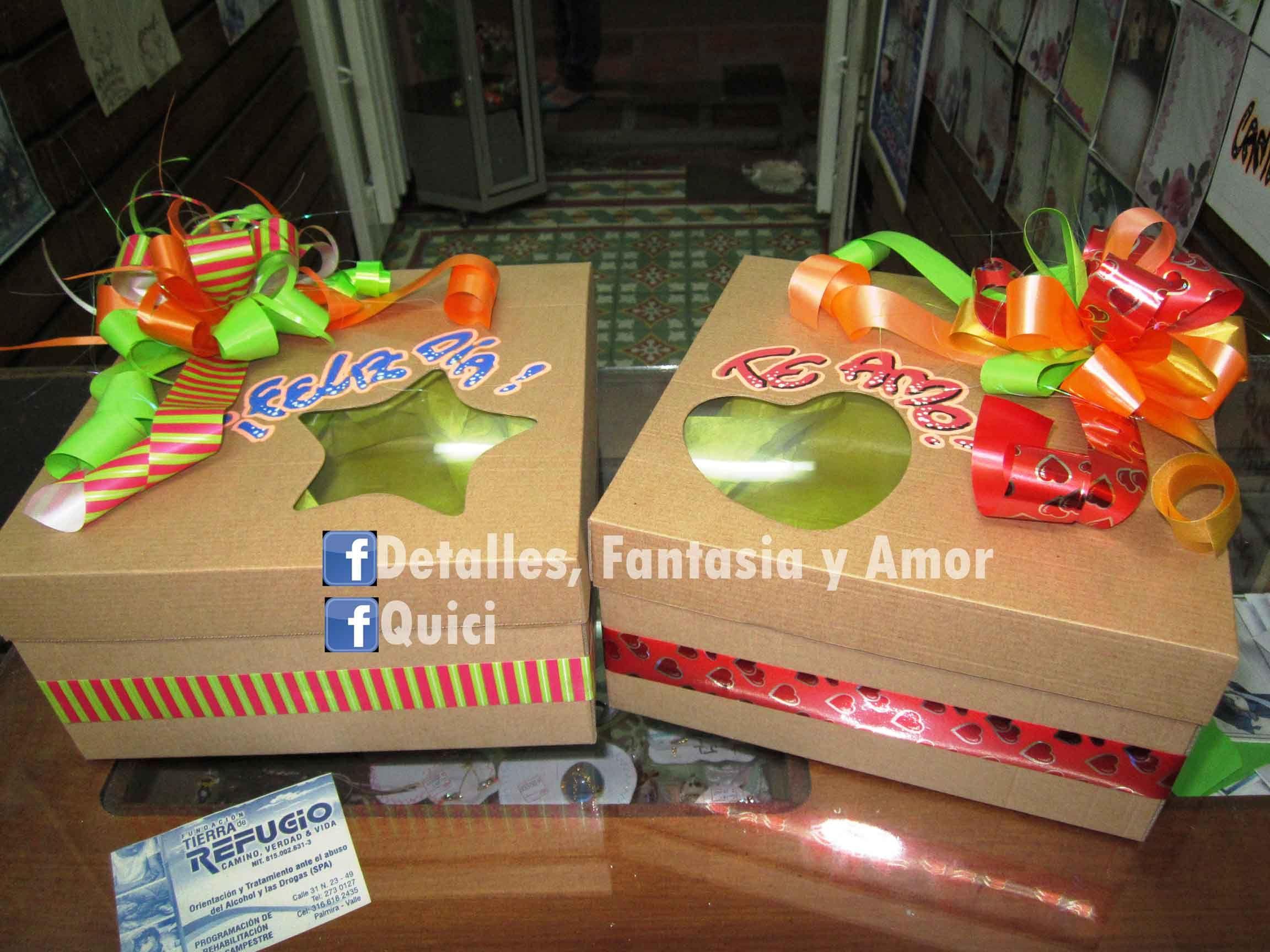 Cajas decoradas para regalos con ventana de acetato for Cajas de carton decoradas