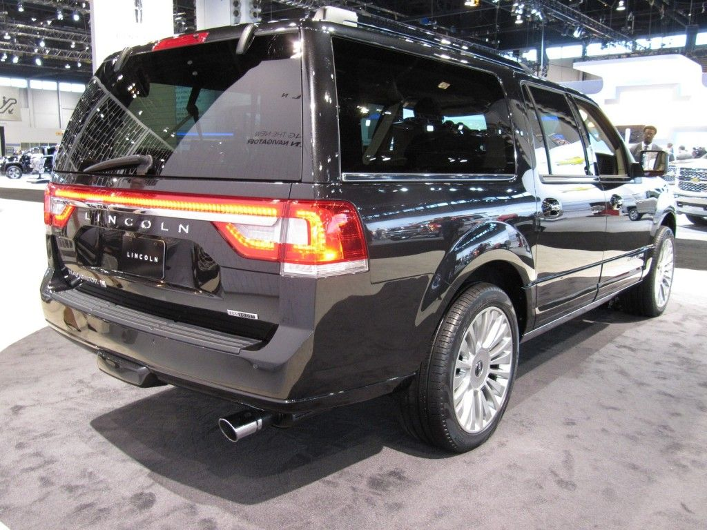 2015 lincoln navigator on display at the 2014 chicago auto show