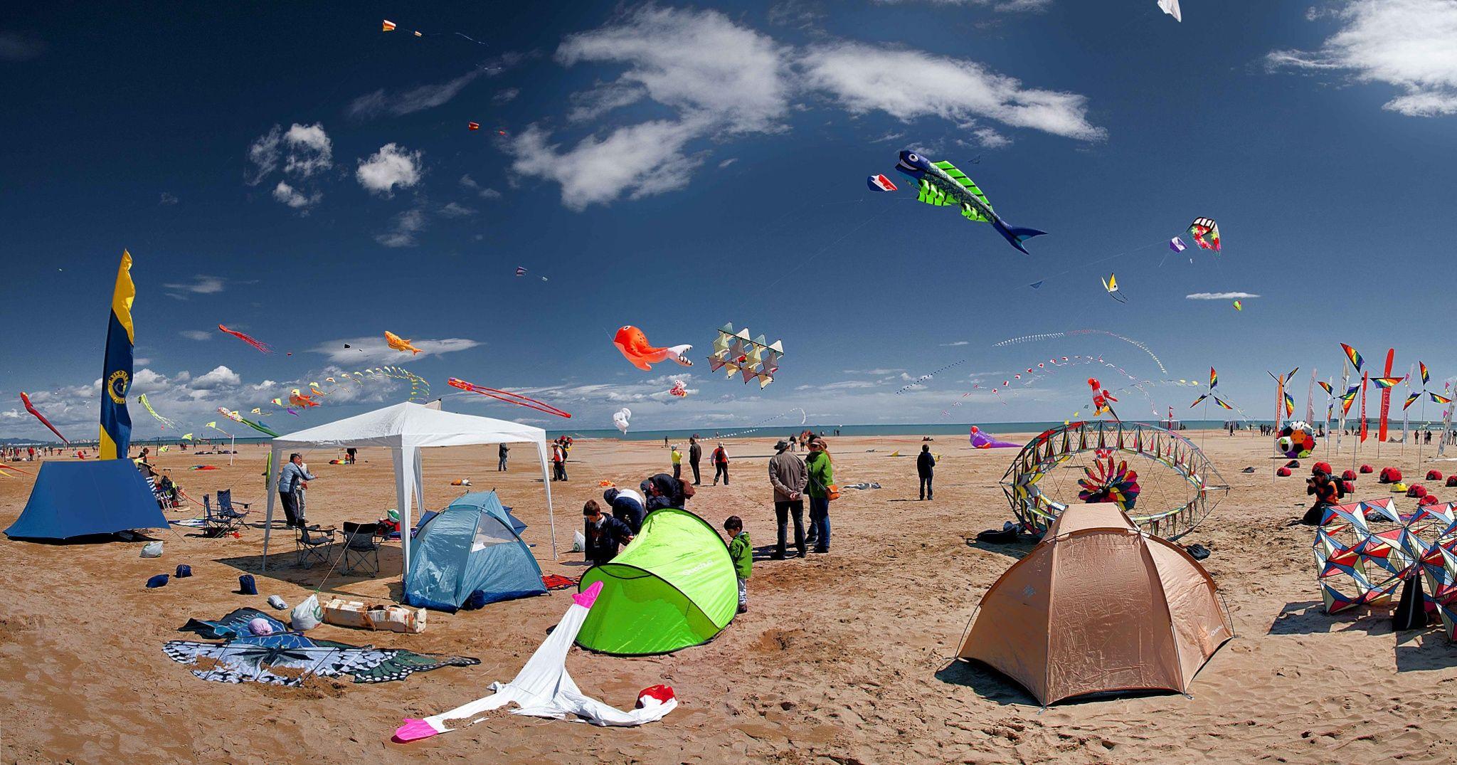 Cometas en el cielo del Cabanyal - Valencia: competición de cometas en la playa del Cabanyal.