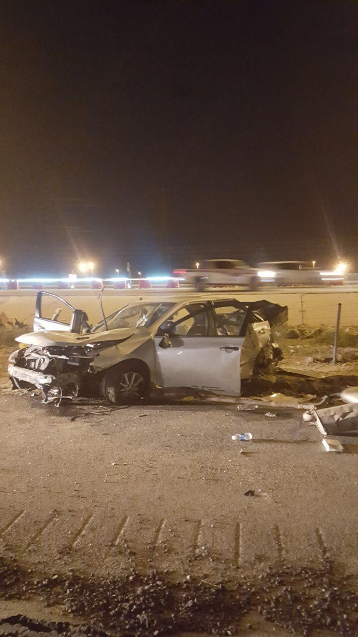 إصابة أشخاص إثر انقلاب سيارة على طريق مكة الكر Vehicles Car Road