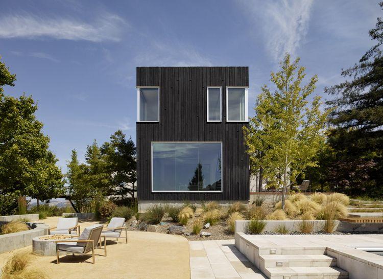 Verkohlte fassade kontrast ziergräser beton architektur