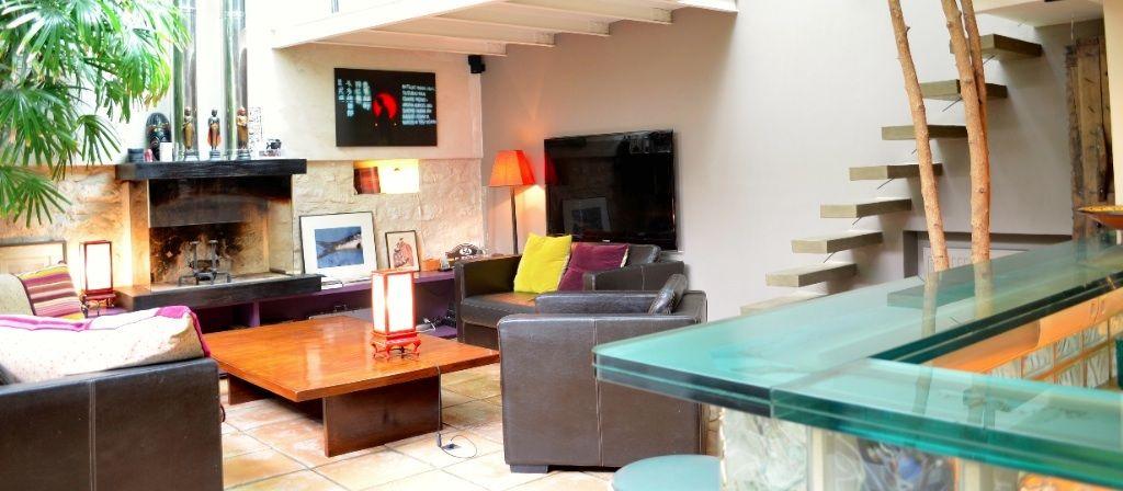 """Oasis-huoneistossa (Pariisi) on """"leijuvat portaat""""."""