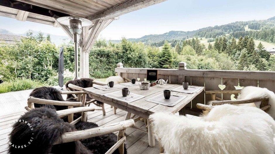 Une terrasse à la vue imprenable sur Megève ! Chalet L\'Impasse #view ...