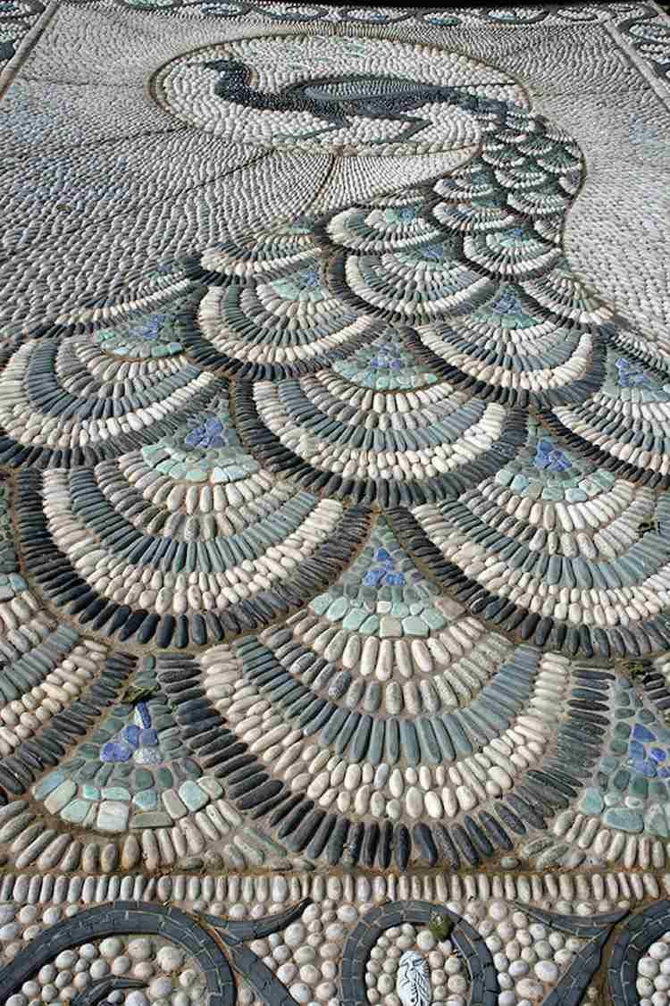 kieselsteine bilden ein pfau bild im garten | häuser ♥ garten, Garten und Bauten