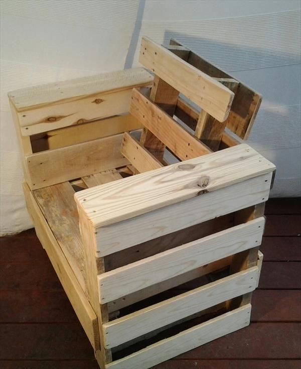 diy pallet wood chair pallet furniture plans projets essayer pinterest d co fa ade. Black Bedroom Furniture Sets. Home Design Ideas
