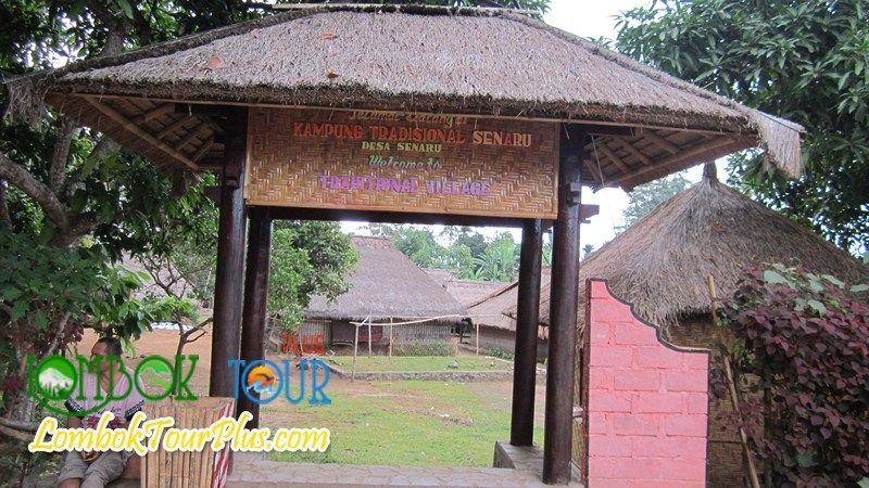 Pintu Masuk Di Desa Senaru Lombok Biasanya Wisatawan