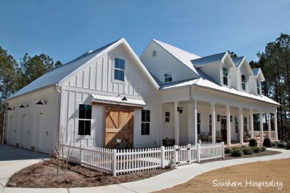 Beautiful modern farmhouse exterior design 37