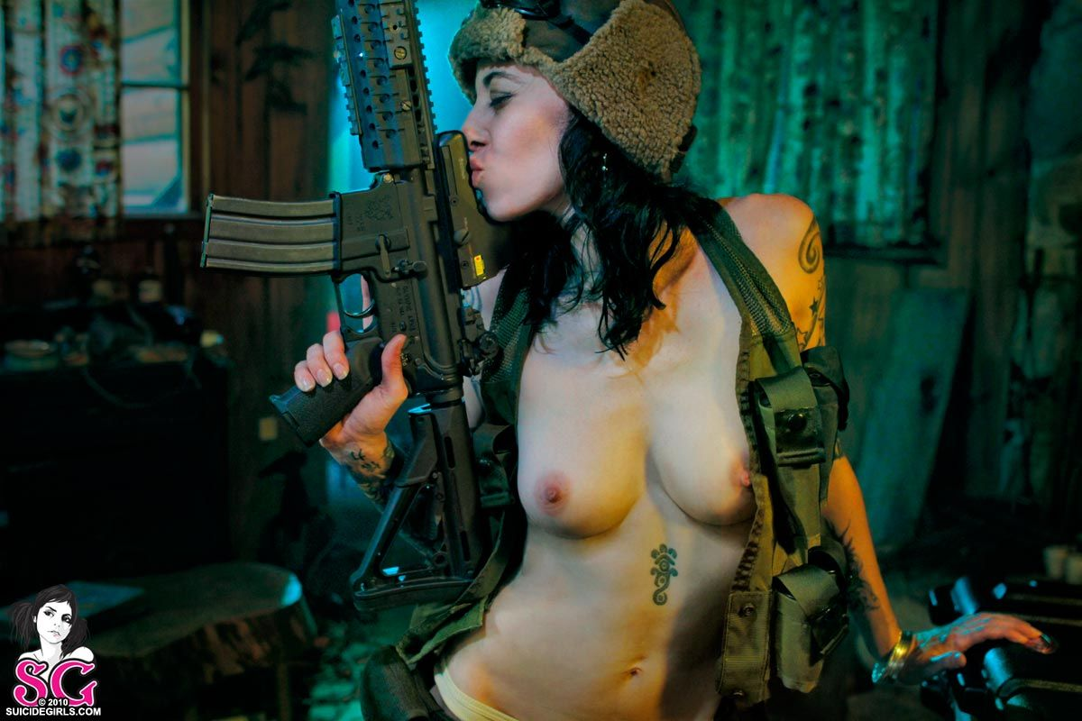 nude-girl-with-gun-in-mouth-nude-college-babes-hd
