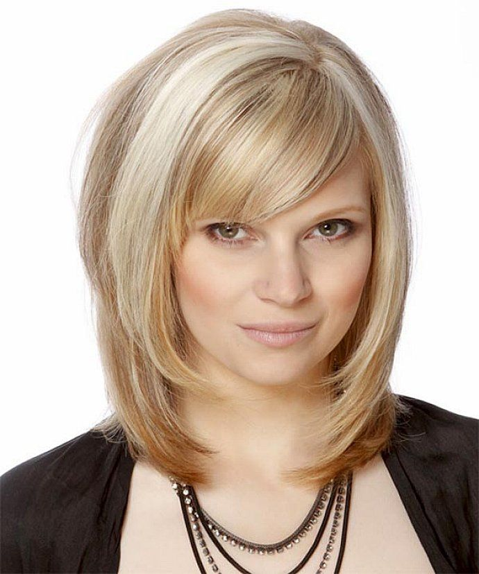 Best-Highlight-Medium-Blonde-Hair-with-Side-Swept-Bangs-and-Long-Bob ...