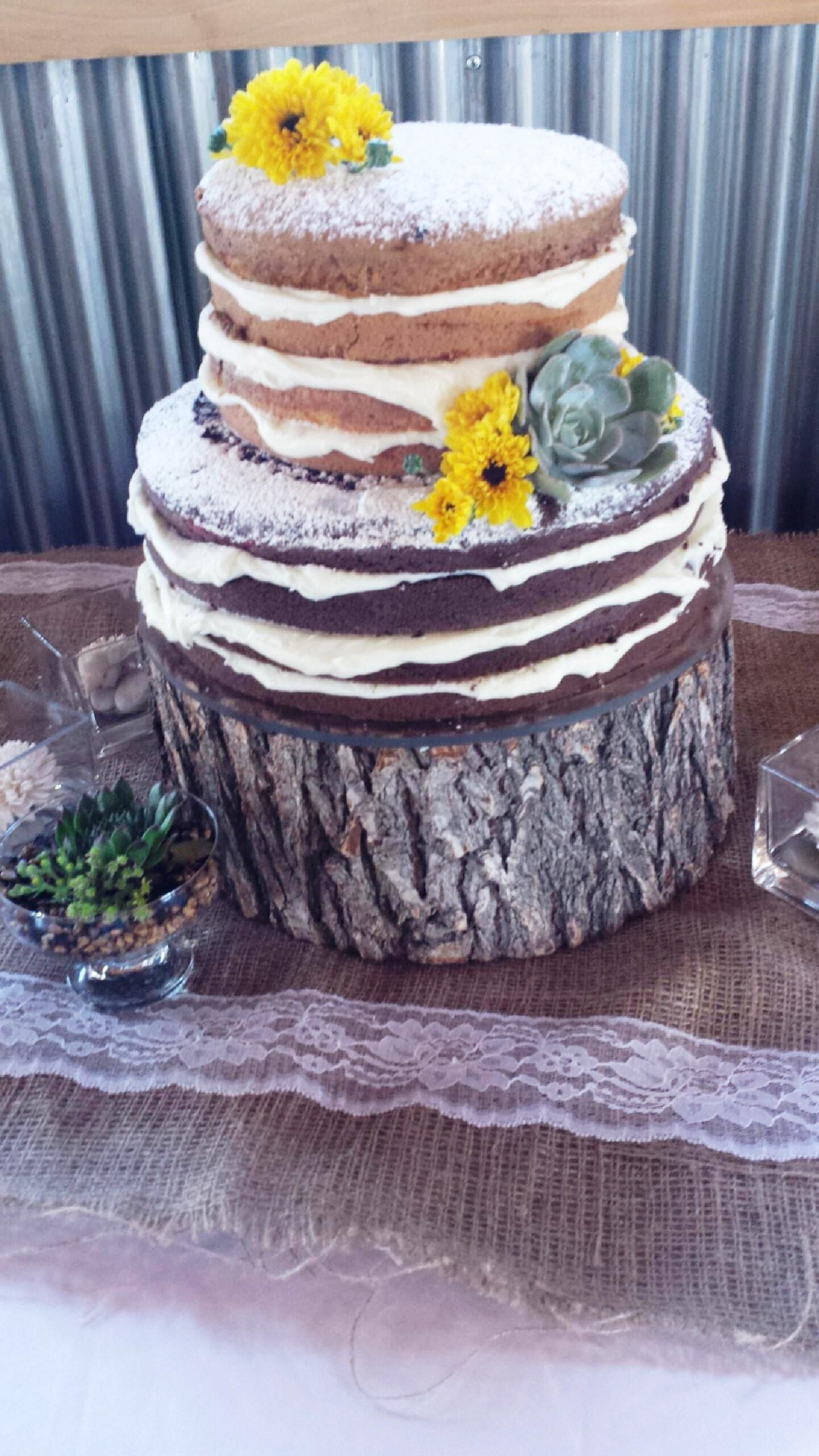 Rustic cake by Heritage Wedding Cakes