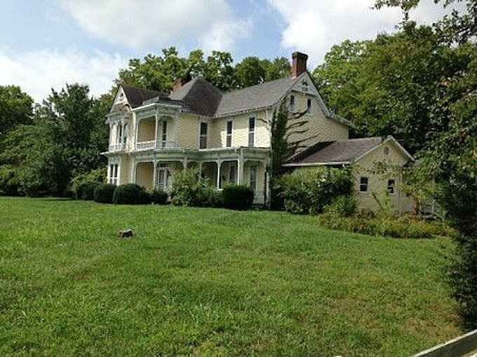 C 1856 Bowling Green Ky 315 000 Old House Dreams Victorian Homes Old House Dreams House Styles