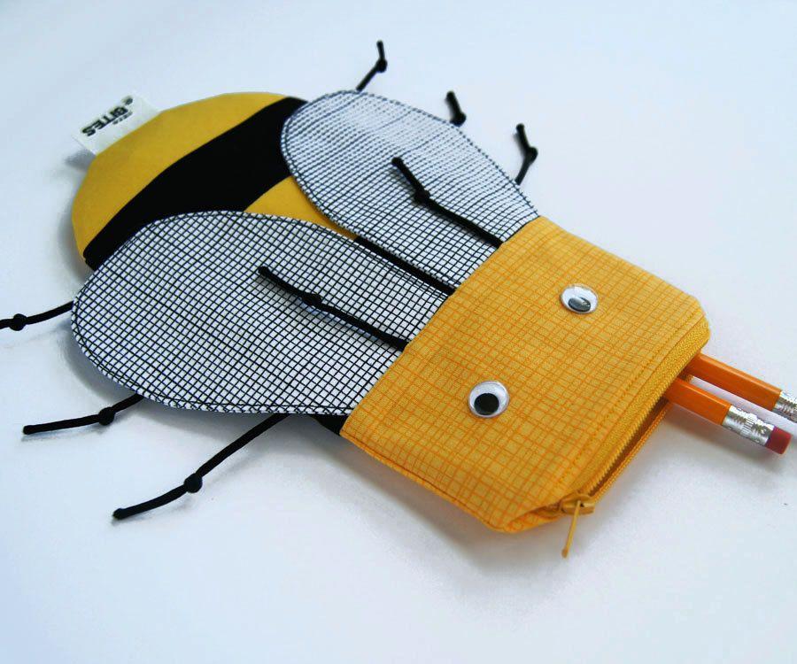 Idee für Schlüsselanhänger... Cute Bee Pencil Case - Bee Bag - Zipper Pouch Kids Gift - School Supplies: Cute Yellow Bee Bite