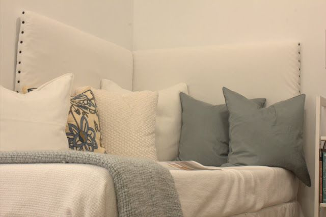 Easy diy corner headboard bedroom ideas pinterest for Corner bed headboard ideas