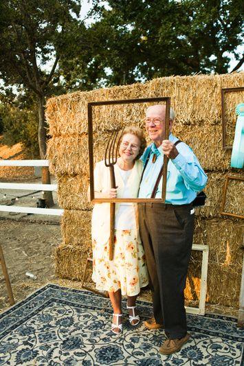 Thanksgiving photo booth idea   Diy wedding photo booth ...