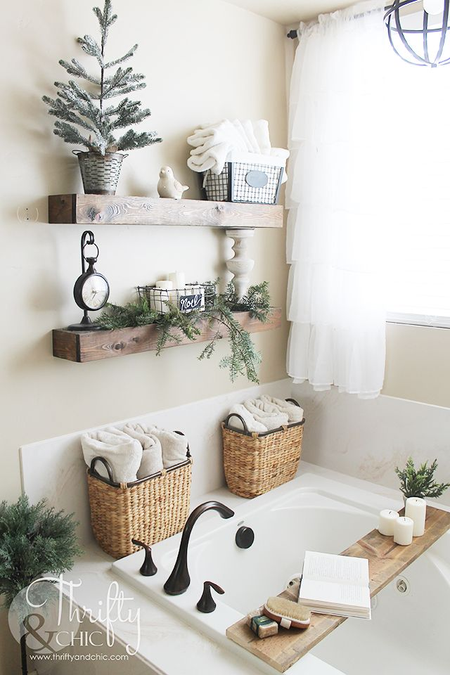 Farmhouse Christmas Entryway and Bathroom Decor #bathroomdecoration