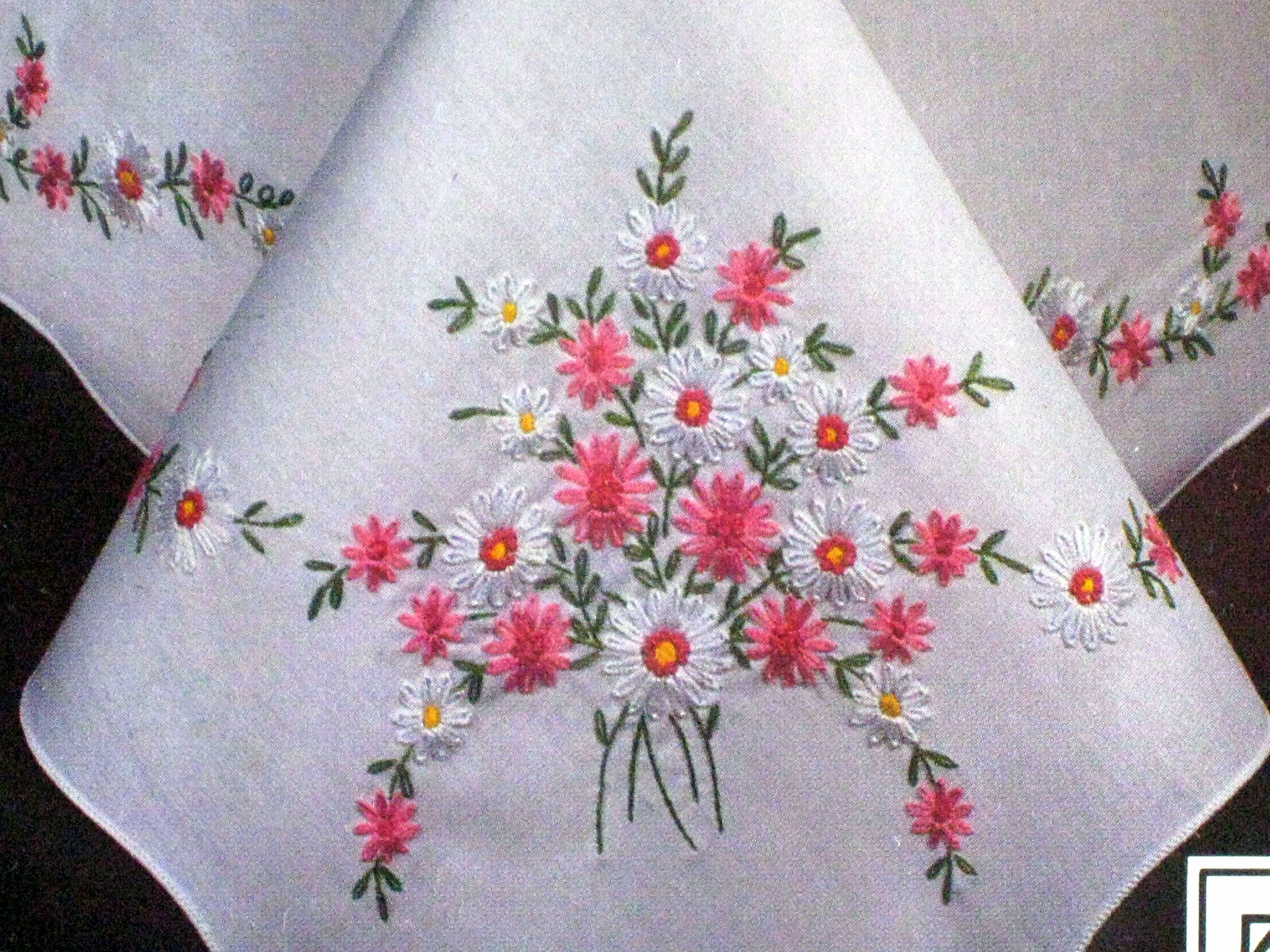 Tablecloth Stamped Cross Stitch Kit - Tobin Daisy Charm style 1400/57 - 58