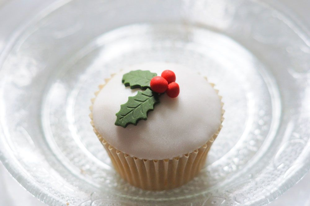 Christmas Holly cupcake by Juniper Cakery
