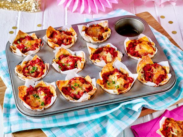 mini lasagne in der muffinform rezept party pinterest mini lasagne lasagne und lecker. Black Bedroom Furniture Sets. Home Design Ideas