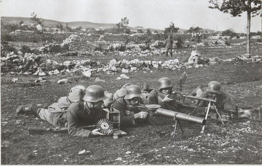 Dem deutschen volke german machine gun teams on the italian dem deutschen volke german machine gun teams on the italian front during one of sciox Gallery