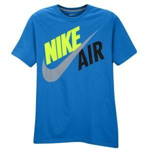 Nike Graphic T Shirt Men S At Foot Locker Mens Shirts Mens Tshirts Mens Activewear Trends