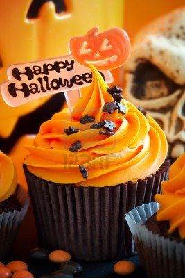 happy halloween cupcakes this is halloween design your treats rh pinterest de