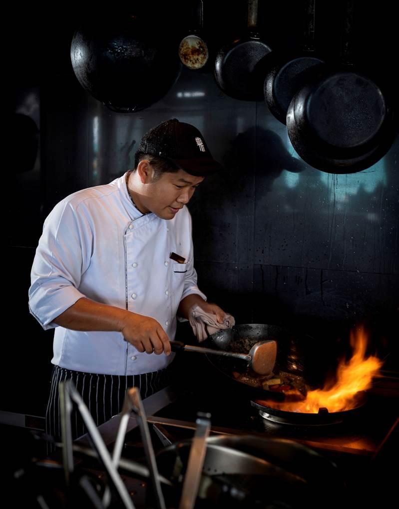 Samui Restaurant food sizzling over an open fire di 2020