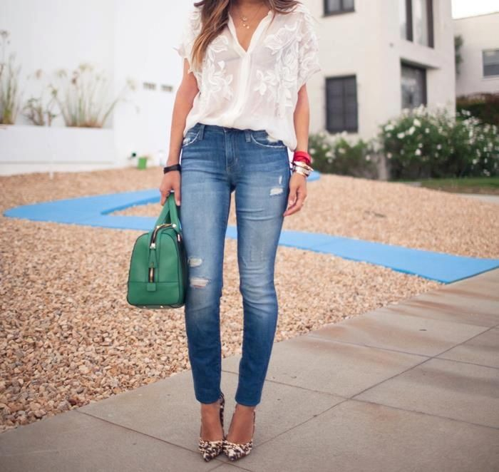 White + denim pants = simple and sexy