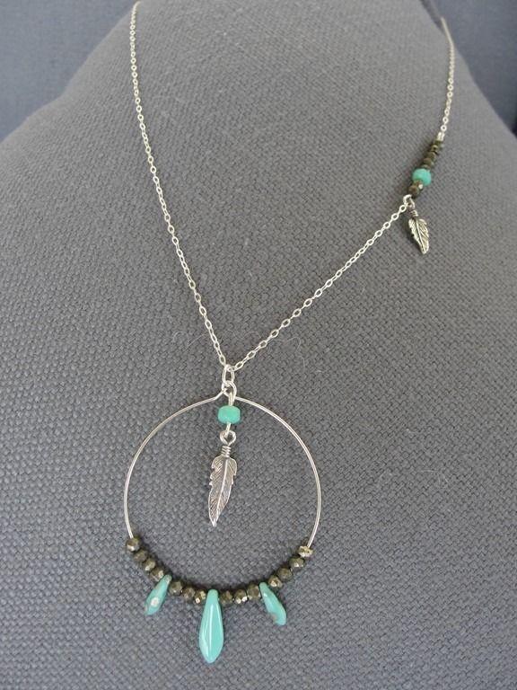 COLLECTION INDIAN SUMMER : le collier mi long et anneau garni de pierre en pyrite.