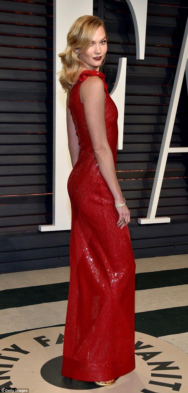 Karlie kloss shows off her pert assets at the vanity fair oscars do
